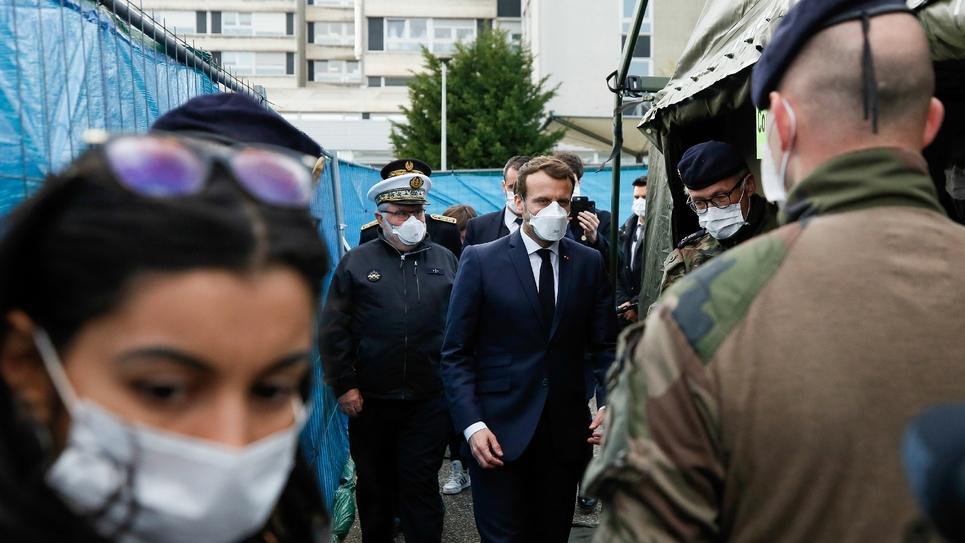 Emmanuel Macron visite l'hôpital militaire de campagne installé à Mulhouse, le 25 mars 2020