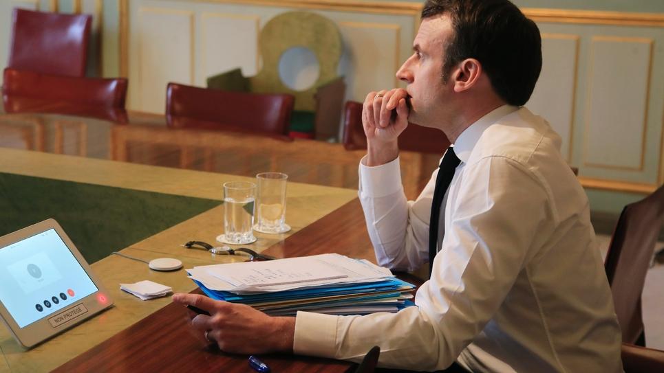 Emmanuel Macron avant la vidéoconférence avec les dirigeants de l'UE, le 10 mars 2020 à l'Elysée