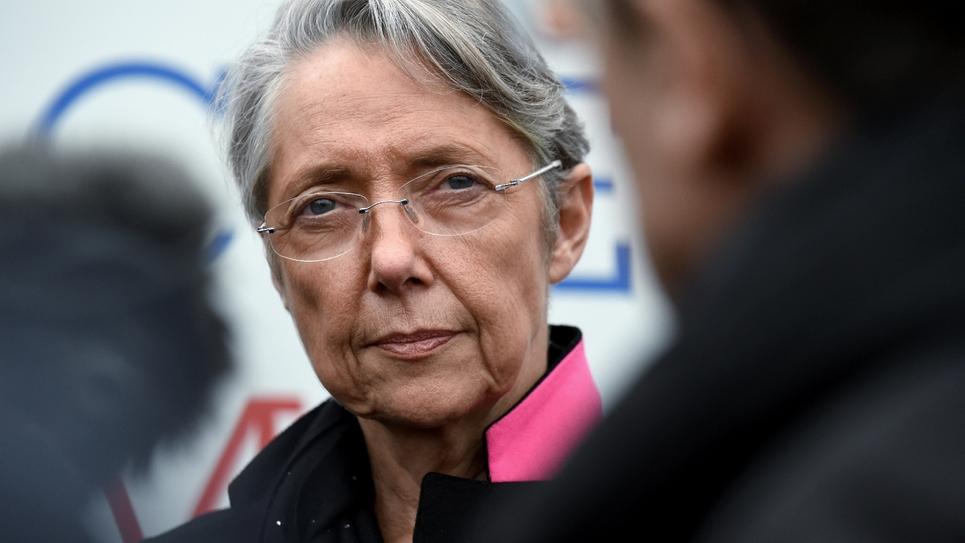 La ministre de la Transition écologique Elisabeth Borne lors d'un déplacement aux Loges-en-Josas le 26 novembre 2019