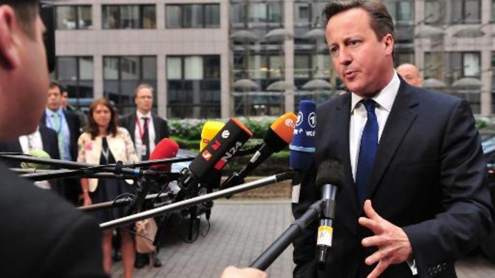 Le Premier ministre britannique David Cameron répond à des journalistes le 27 mai 2014 à son arrivée au siège de l'UE, à Bruxelles