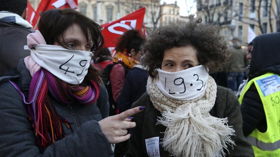 Manifestation contre l'usage du 49-3 pour adopter sans vote à l'Assemblée la réforme des retraites, le 2 mars 2020 à Marseille