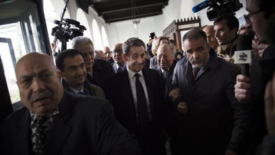 Nicolas Sarkozy (c) et le recteur de la grande Mosquée de paris, Dalil Boubakeur (d) à la Grande Mosquée de Paris le 3 mars 2015