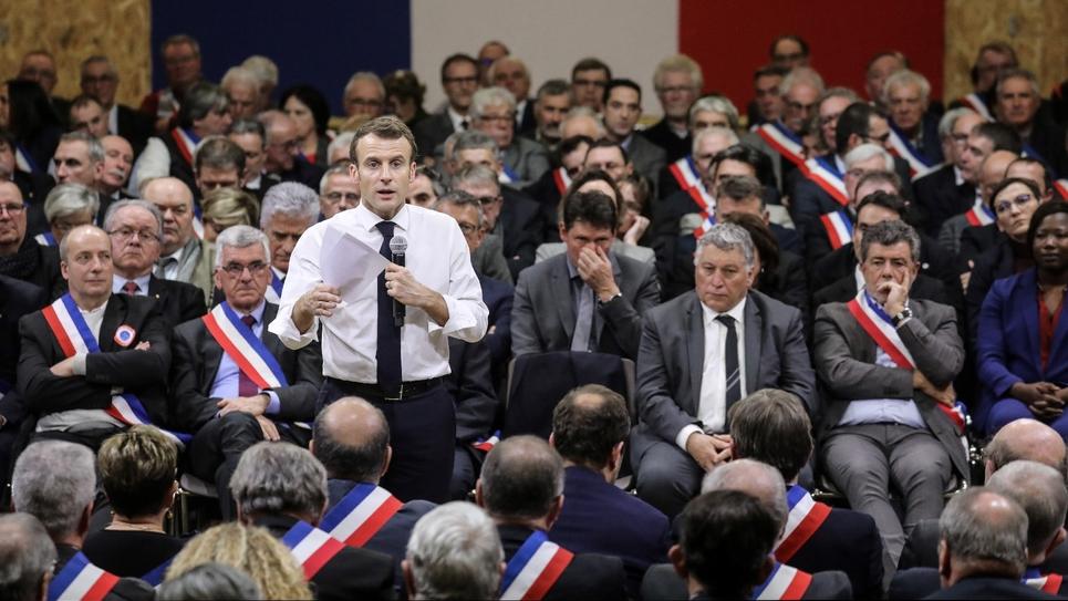 Emmanuel Macron devant des élus lors d'un grand débat à Souillac, dans le Lot, le 18 janvier 2019