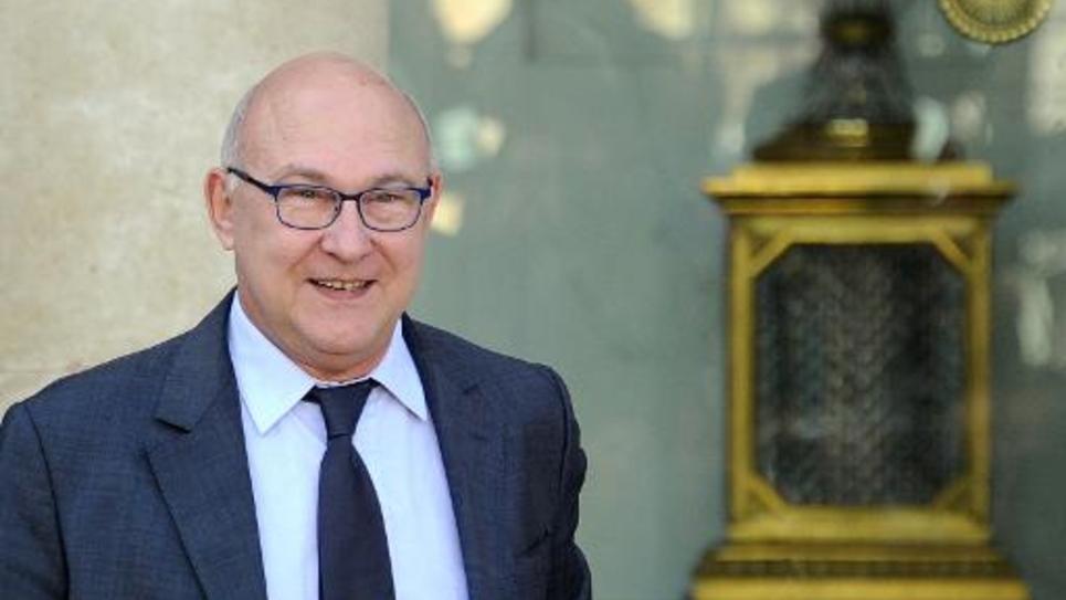 Le ministre des Finances Michel  Sapin à l'issue du Conseil des ministres le 12 novembre 2014 au palais de l'Elysée à Paris