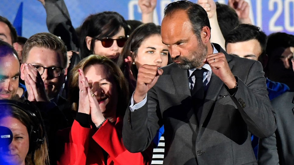 Le Premier ministre Edouard Philippe aux côtés de la tête de liste LREM aux élections européennes Nathalie Loiseau, lors d'un meeting de campagne, le 6 mai 2019 à Caen