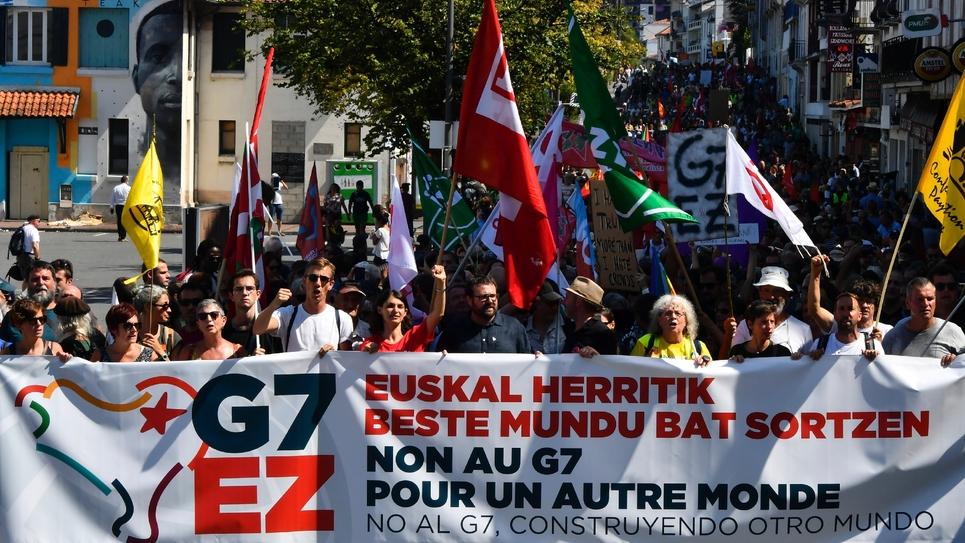 Manifestation de militants anti-G7, le 24 août 2019 à Hendaye, dans le sud-ouest de la France