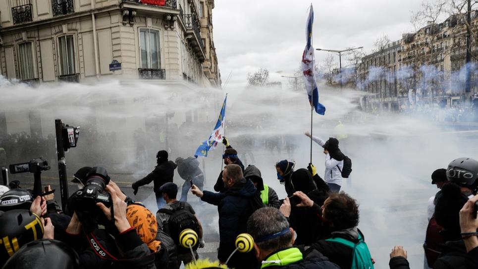Heurts entre Gilets jaunes et la police samedi à Paris le 16 mars 2019
