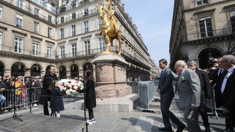 Jean-Marie Le Pen devant la statue de Jeanne d'Arc, place des Pyramides à Paris, le 1er mai 2019