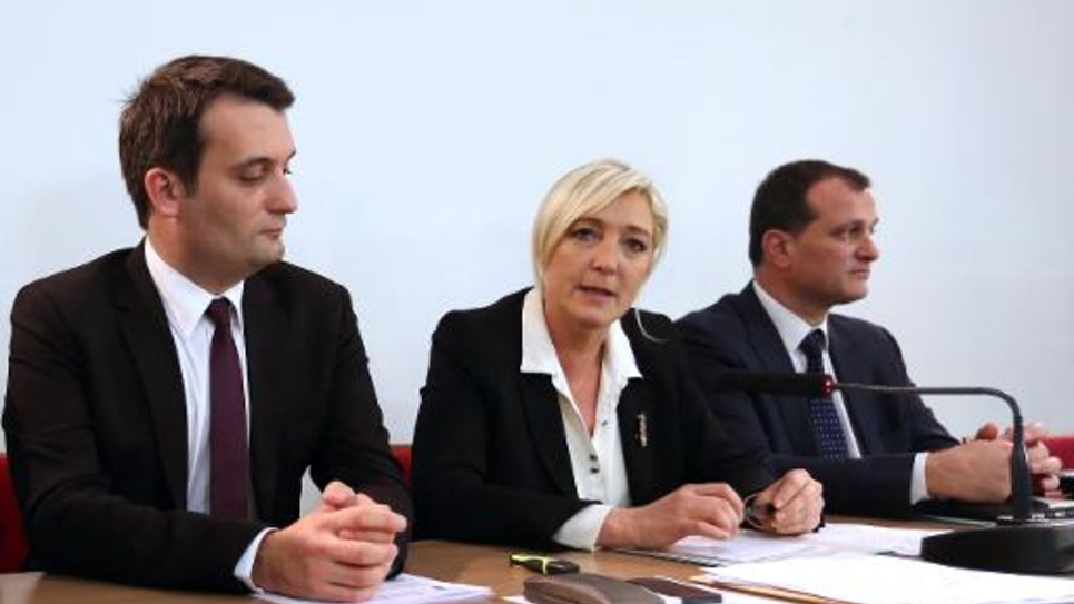Marine Le Pen et Louis Aliot (d) en compagnie de Florian Philippot lors d'une conférence de presse à Nanterre, près de Paris, le 8 décembre 2012