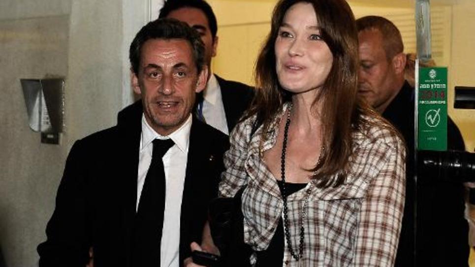 Nicolas Sarkozy et son épouse Carla Bruni-Sarkozy à la sortie du théâtre Habima le 25 mai 201 à Tel Aviv
