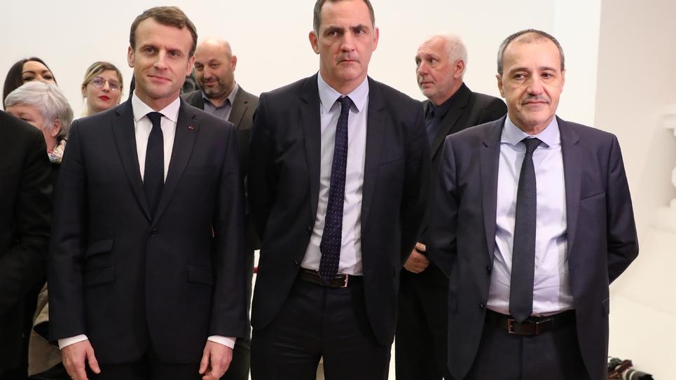 Emmanuel Macron (G), Gilles Simeoni et Jean Guy Talamoni, le 6 février 2018 à Ajaccio en Corse