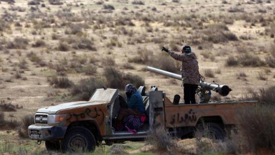 Heurts en Libye entre des combattants de Fajr Libya,  une coalition de milices islamistes, et les forces armées libyennes, le 30 décembre 2014, près de la base militaire de Wetia, proche de Tripoli