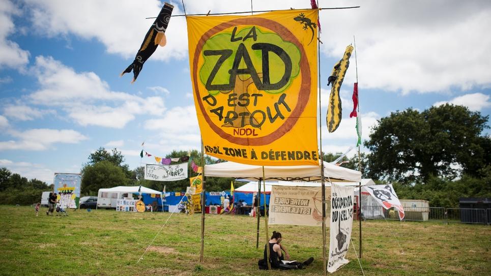 """Le 9 juillet 2016 à Notre-Dame-des-Landes un occupant de la Zad la """"zone à défendre"""" rebaptisée ainsi par les opposants."""