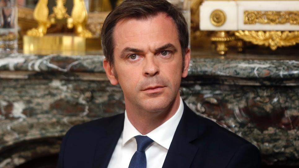 Le ministre de la Santé, Olivier Véran lors d'une conférence de presse le 19 avril 2020 à Paris