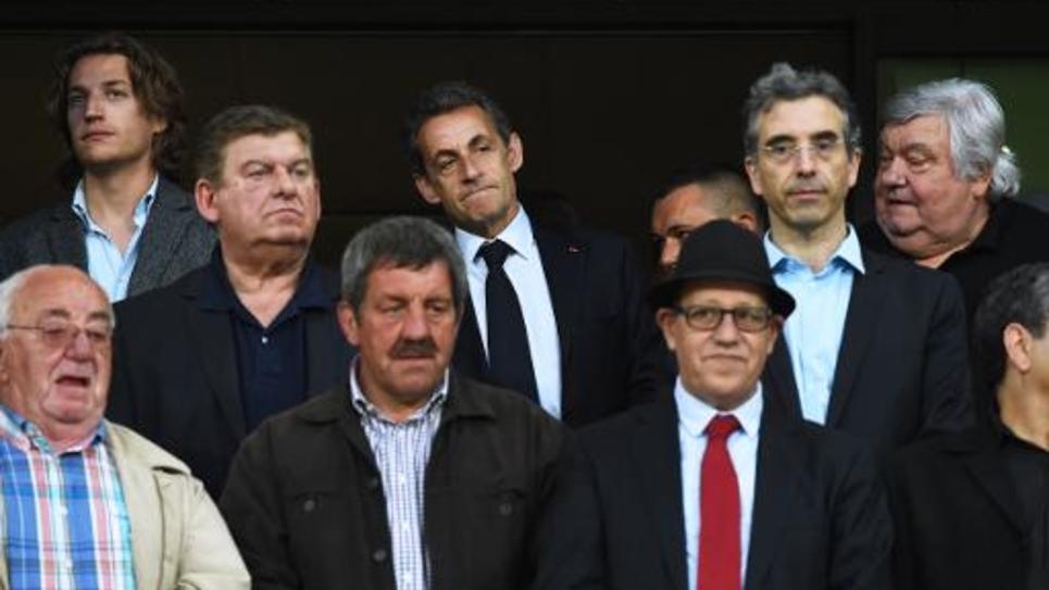Nicolas Sarkozy (C), son fils Jean Sarkozy (G) et Louis Nicollin (D) lors du match Montpellier/PSG 16 mai 2015 à Montpellier