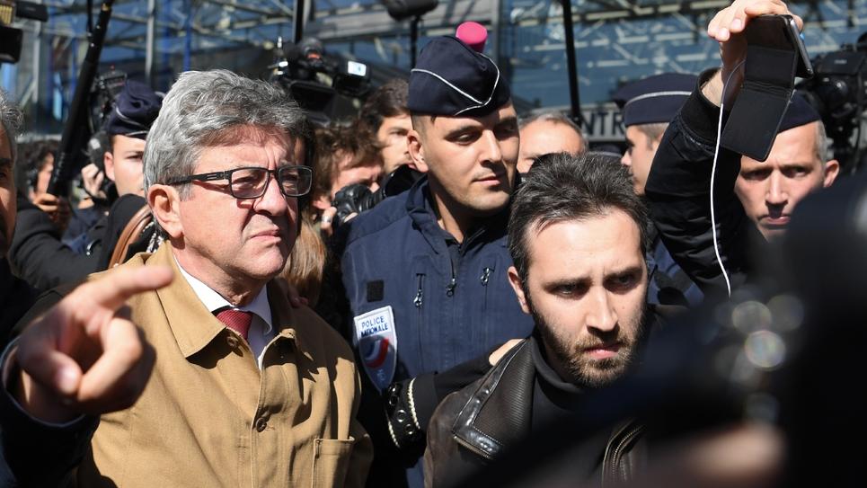 Le leader de La France insoumise, Jean-Luc Mélenchon (g), à sa sortie du tribunal de Bobigny, le 19 septembre 2019