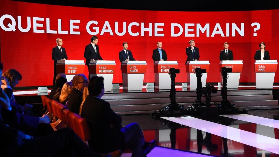 Les candidats à la primaire du PS et de ses alliés, lors du deuxième débat télévisé, à Paris.