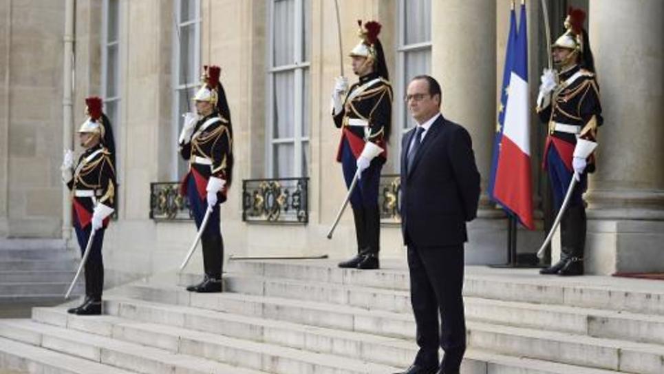 Le président François Hollande, sur les marches de l'Elysée, le 23 octobre 2014