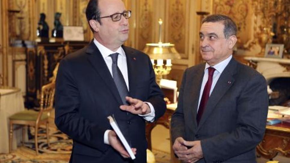 """François Hollande et Jean-Louis Nadal lors de la remise d'un rapport sur """"l'exemplarité des responsables publics"""" le 7 janvier 2015 à l'Elysée"""