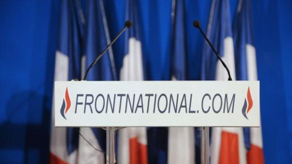 Le podium presse au siège du Front National à Nanterre le 27 mars 2011