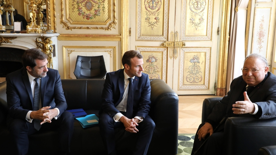 Le ministère de l'Intérieur Christophe Castaner, le président de la République Emmanuel Macron et le président par interim du Conseil français du culte musulman (CFCM) Dalil Boubakeur à l'Elysée le 28 octobre 2019 à Paris