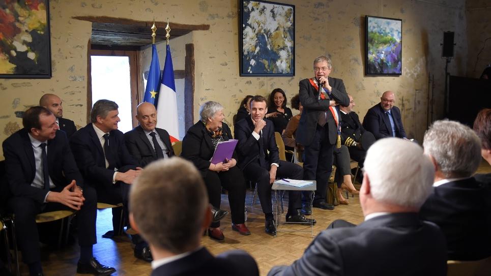 Emmanuel Macron débat avec des maires à Gargilesse-Dampierre (Indre) le 14 février 2019