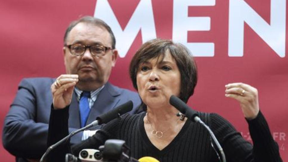 L'ex-ministre PS Marie-Arlette Carlotti et Patrick Mennuci lors de la campagne pour les municipales à Marseille, le 25 mars 2014