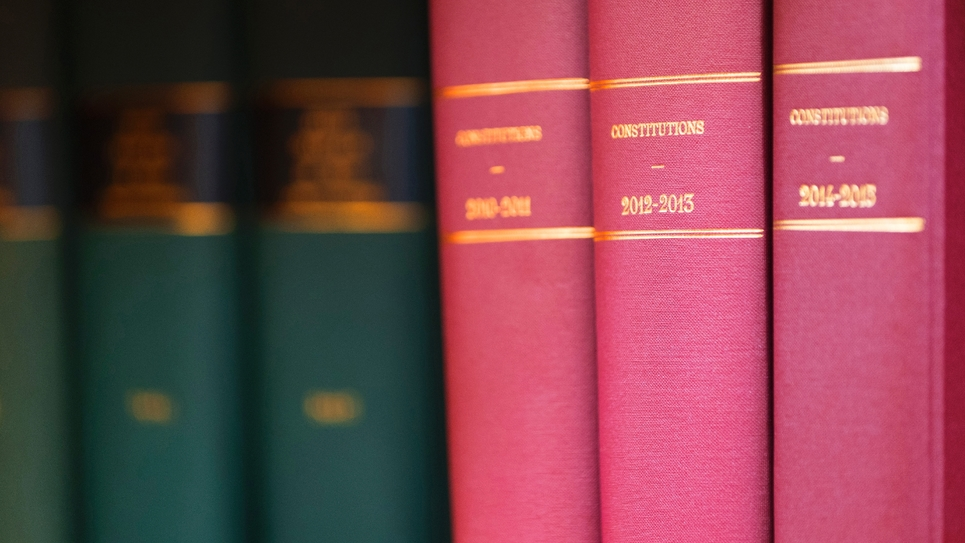 """Lors de l'examen du projet de loi constitutionnel à l'Assemblée nationale, la commission des Lois a accepté un amendement d'Olivier Véran (LREM), mentionnant non plus """"les lois de financement de la Sécurité sociale"""" mais de la """"protection"""" sociale"""