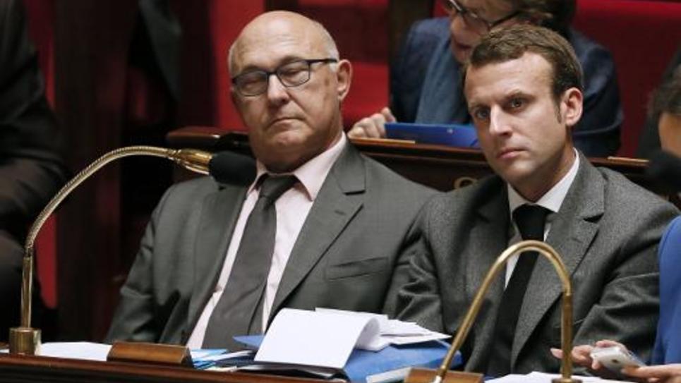 Les ministres des Finances Michel Sapin (G) et de l'Economie Emmanuel Macron à l'Assemblée le 5 novembre 2014