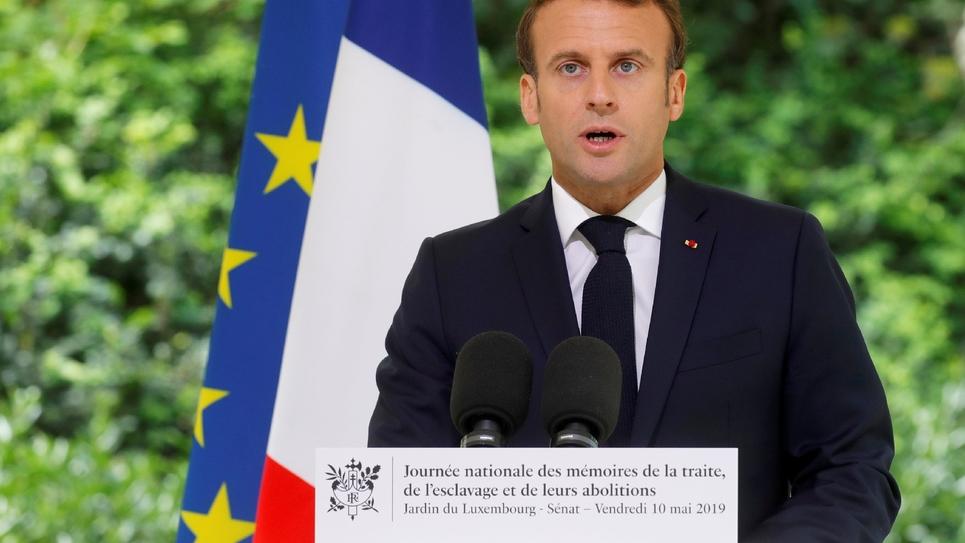 Le président Emmanuel Macron prononce un discours à l'occasion de la journée nationale des mémoires de la traite, de l'esclavage et de leurs abolitions, le 10 mai 2019 au jardin du Luxembourg, à Paris