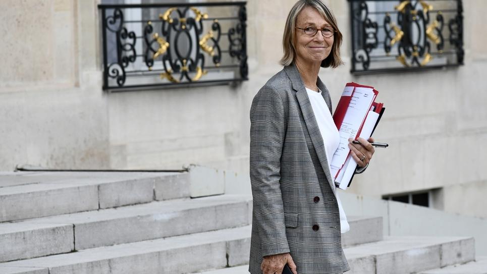 La ministre de la Culture Françoise Nyssen quitte le Palais de l'Elysée à Paris le 24 septembre 2018