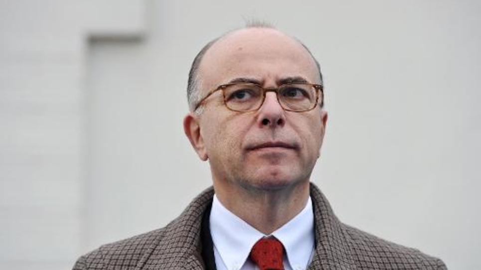 Le ministre français de l'Intérieur en visite au nouveau commissariat de La Rochelle le 29 novembre 2014
