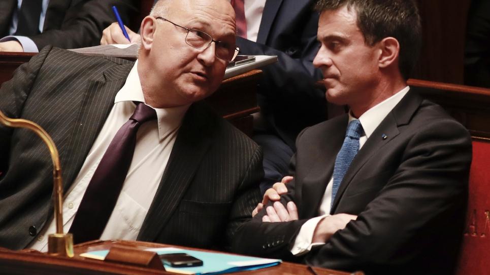 Michel Sapin (g) et Manuel Valls, le 13 juillet 2016 à l'Assemblée nationale à Paris
