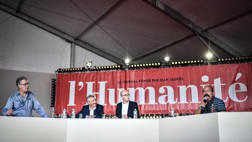 Le haut-commissaire aux retraites Jean-Paul Delevoye (G) et le secrétaire général de la CGT Philippe Martinez (D) débattent le 14 septembre 2019 à la Fête de l'Humanité, à La Courneuve