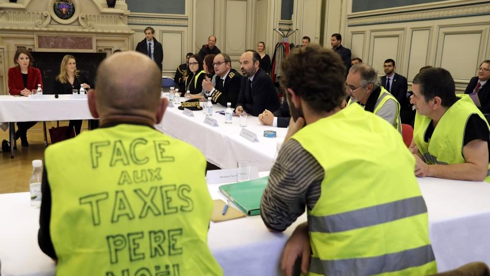 """Le Premier ministre Edouard Philippe rencontre des """"gilets jaunes"""" à l'Hôtel de Ville de Limoges, le 21 décembre 2018"""