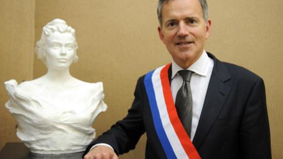 Le sénateur UDI et maire de Laval François Zocchetto pose dans sa mairie, le 4 avril 2014