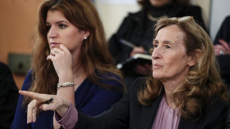 La ministre de la Justice, Nicole Belloubet (droite) et la secrétaire d'Etat à l'égalité femmes-hommes, Marlène Schiappa, à la maison d'arrêt de Versailles, le 5 mars 2019