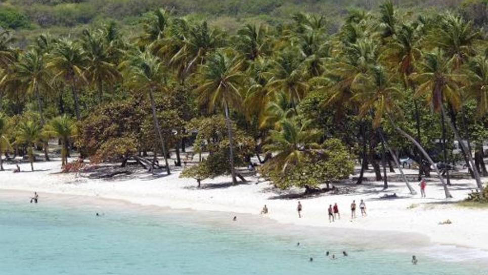 Photo aérienne prise le 14 Avril 2007 d'une plage près de Capesterre sur l'île de Marie-Galante dans les Antilles Françaises