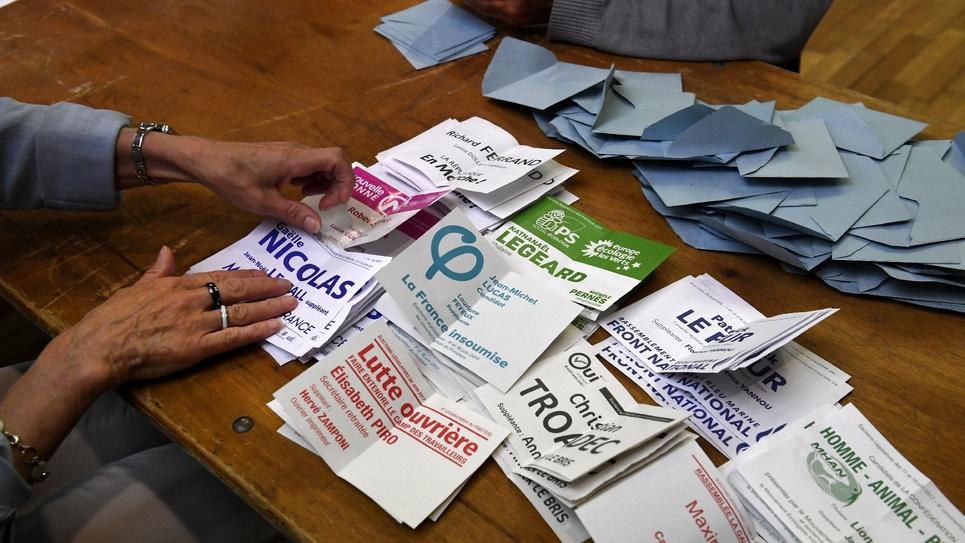 """Les sénateurs ont adopté une proposition de loi des députés socialistes visant à éviter les """"candidats malgré eux"""", une manœuvre permettant de gonfler les listes aux élections"""