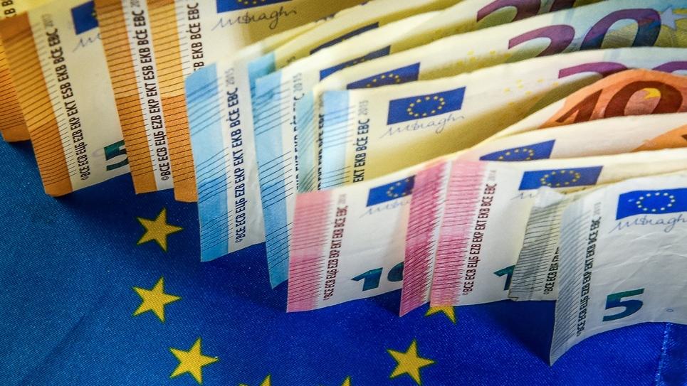 """Les principales têtes de listes aux élections européennes avancent des propositions parfois convergentes, entre protectionnisme, """"Buy European Act"""" et instauration de l'euro comme monnaie d'échange mondiale"""