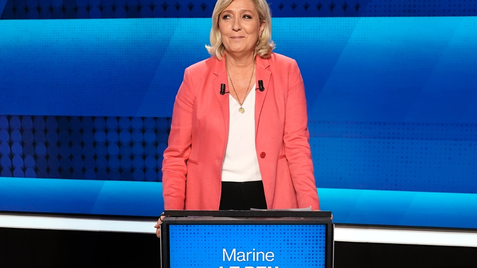 Marine Le Pen, président du Rassemblement nationale, avant le débat télévisé pour les élections européennes, le 22 mai 2019 sur le plateau de France 2 à Saint-Cloud