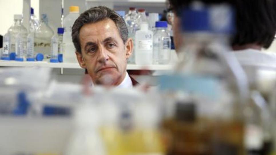L'ancien président Nicolas Sarkozy visite l'hôpital Necker, le 26 février 2015 à Paris