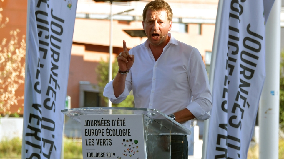 Le député européen EELV  Yannick Jadot prononce un discours le 23 août 2019 aux journées d'été d'EELV à Toulouse