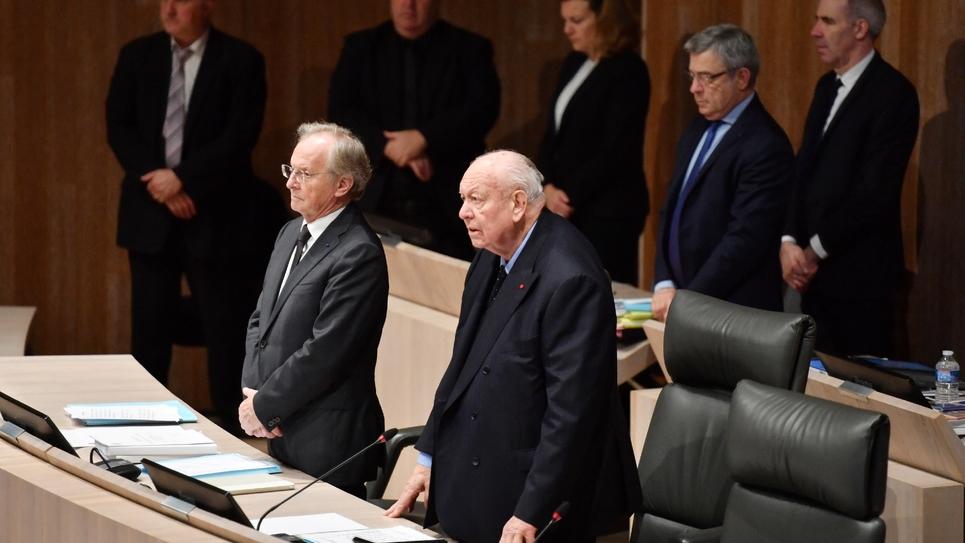 Le maire de Marseille Jean-Claude Gaudin et d'autres élus locaux rendent hommage aux victimes de l'effondrement d'immeubles rue d'Aubagne, le 20 décembre 2018