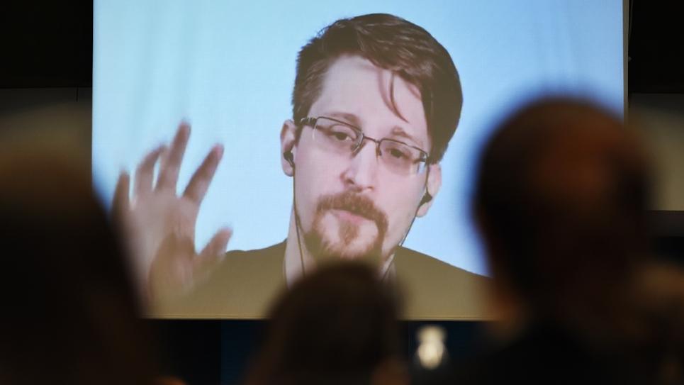 Edward Snowden participe par visioconférence à une table ronde sur la protection des lanceurs d'alerte, le 15 mars 2019 à Strasbourg