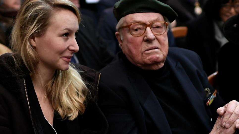 L'ancienne députée du Front national (devenu Rassemblement national) Marion Maréchal assiste le 6 février 2020, auprès de son grand-père et cofondateur du parti Jean-Marie Le Pen, aux obsèques de Roger Holeindre à Paris