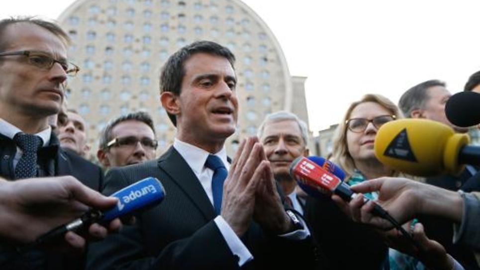 Le Premier ministre Manuel Valls en campagne pour le second tour des cantonales le 23 mars 2015 à Noisy-le-Grand
