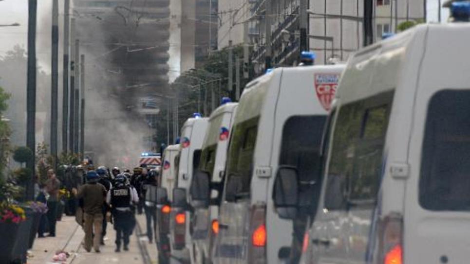 Des cars de policiers se dirigent vers Sarcelles le 20 juillet 2014