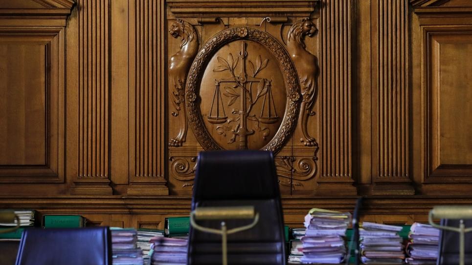 """Les syndicats de magistrats expriment leur """"consternation"""" et """"stupéfaction"""" après la divulgation par le Canard enchaîné d'une note selon laquelle la Chancellerie envisagerait de maintenir ou supprimer des postes de juges en fonction des résultats"""