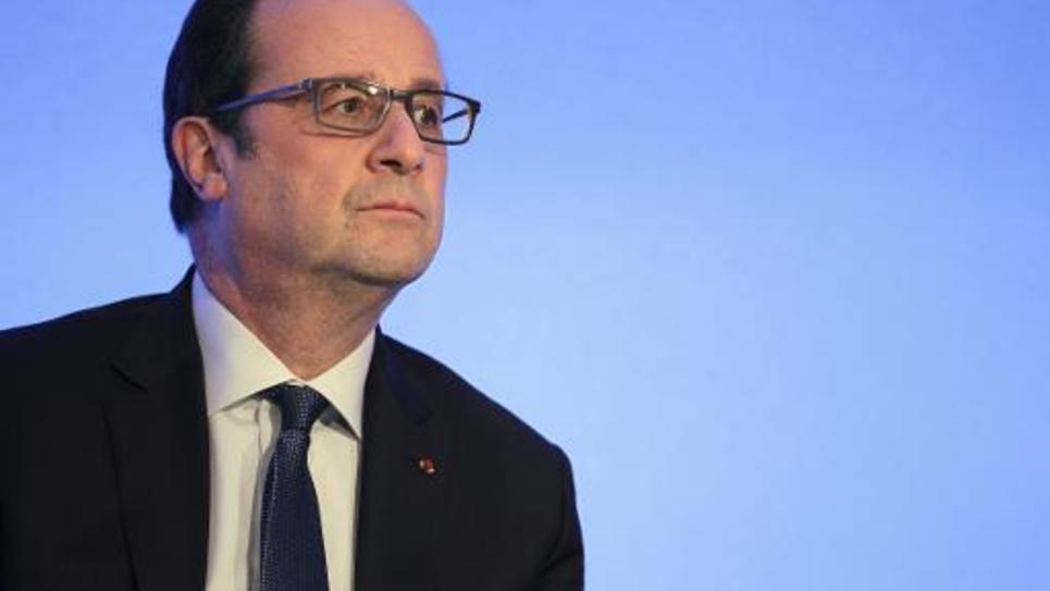 Le président François Hollande lors d'une visite a l'établissement public d'insertion de la défense (EPID) le 27 avril 2015 à Alençon
